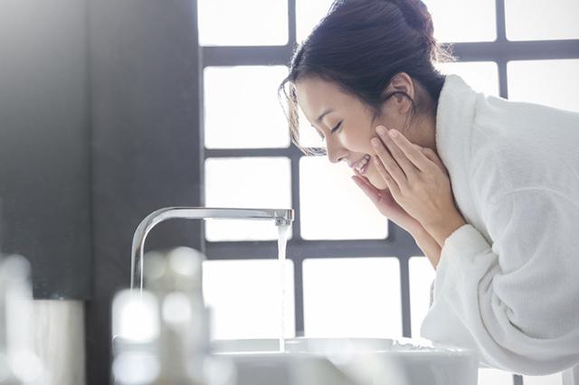 夏の日差しからお肌を守る|保育士が顔洗するときのポイント
