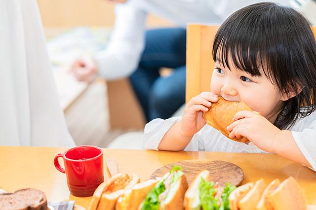 保育士の昼食における奮闘!